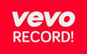 ووو برای ویدئو هایی که در 24 ساعت بیشترین بازدید را داشته باشند یک رکورد در نظر گرفته که در حال حاضر قطعه Me از تیلور سویفت با 65.2 میلیون بازدید در 24 ساعت رکورد دار آن می باشد.